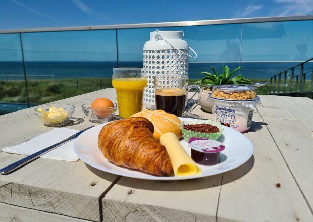 ontbijt aan zee